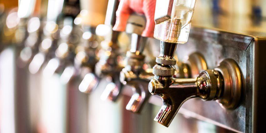 https://beer-please.com/wp-content/uploads/2017/12/draft-beer-taps-e1515785851910.jpg